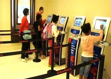 Automação comercial - Máquina de autoatendimento no cinema